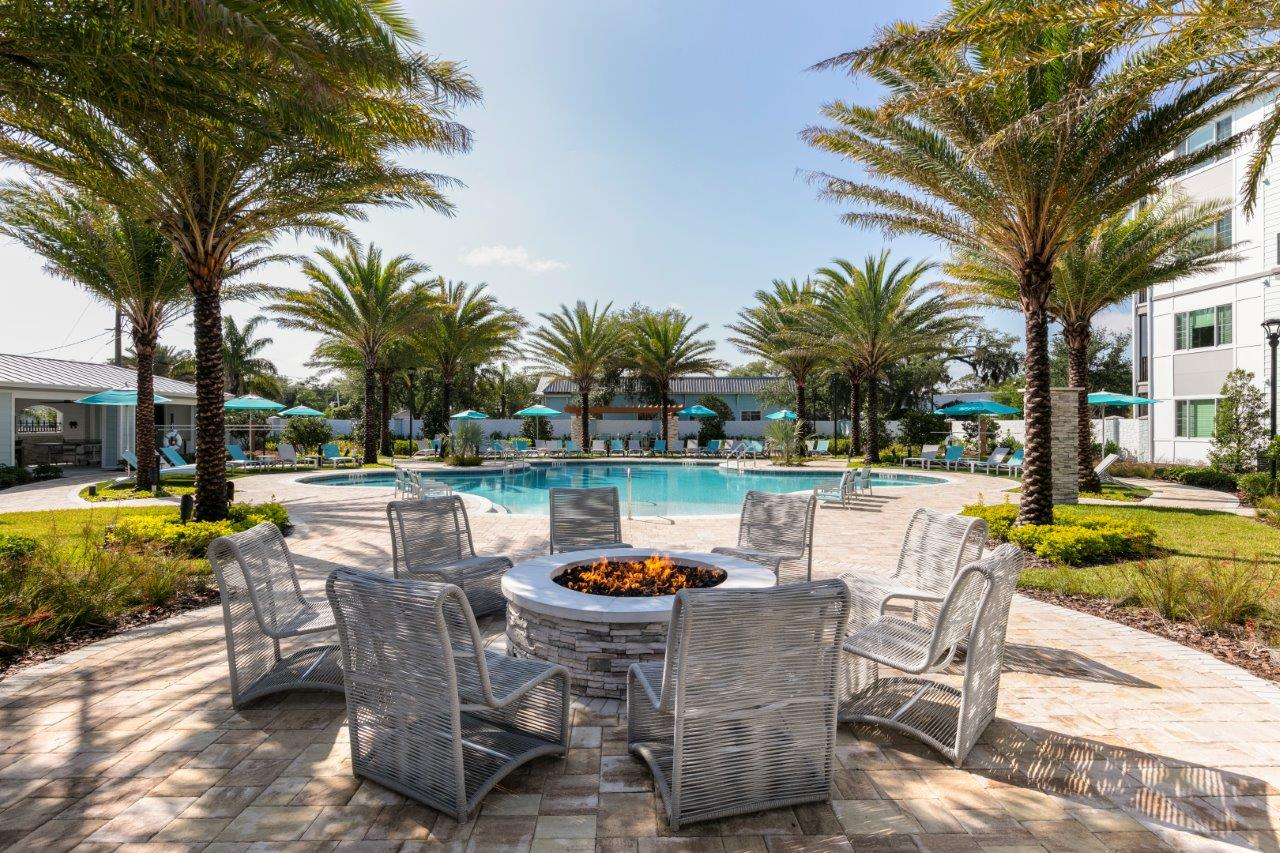 Enclave at 3230 South Daytona apartment homes pool area